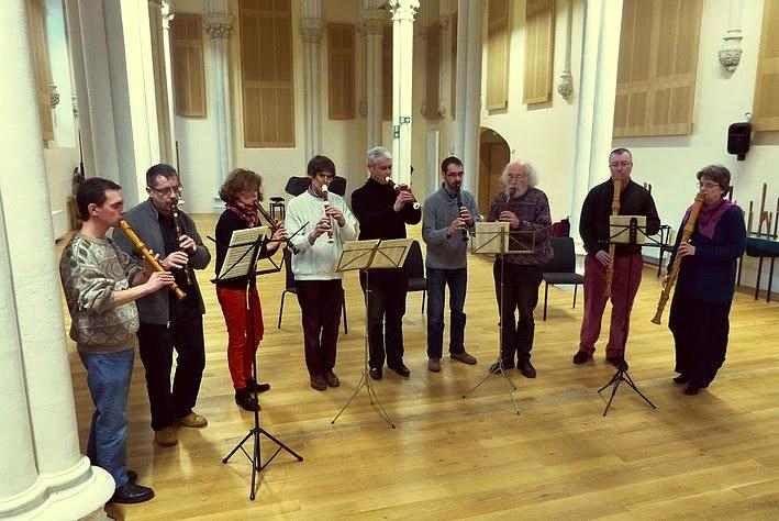 Jeu d'ensemble de flûtes à bec par le bureau de l'association ERTA